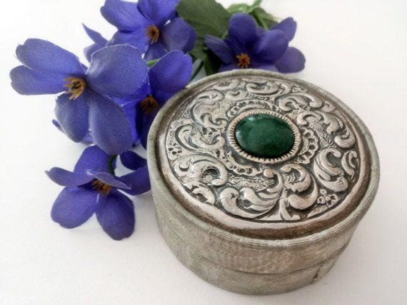Graziosa scatolina vintage in tessuto verde acqua