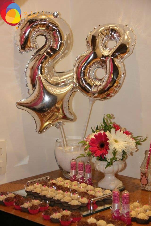 E como comemoramos nossos aniversários com estilo? Que tal uma festa com corujas? Coloque sua idade em balões metalizado, um detalhe que com certeza ficará lindo. Créditos: Decoração: @Mimo Detalhe Bolo: Leo Dolci Balões: Balão Cultura