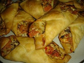 Betty's Cuisine: Διπλωτάρια με μοτσαρέλα, φέτα και ντομάτα
