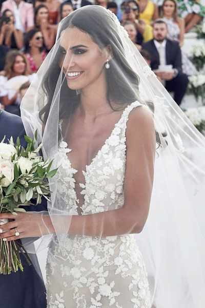 Backless Floral Lace Brautkleider mit Mermaid Train – Loveangeldress   – ADOREABLE