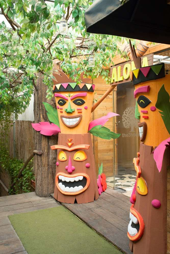 Luau / Hawaiian Birthday Party Ideas | Photo 26 of 26