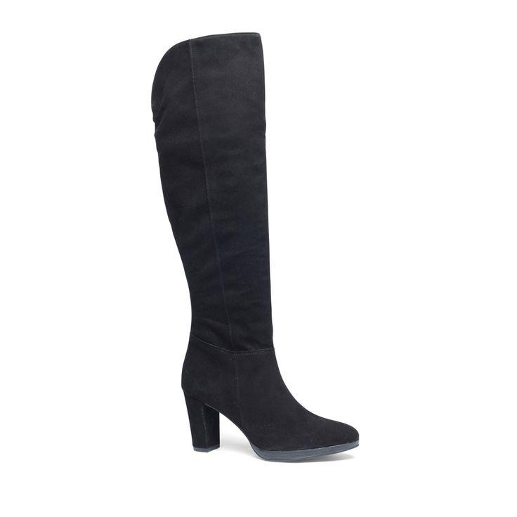 Zwarte hoge laarzen  Description: Deze zwarte overknee laarzen van het merk Manfield zijn een echte musthave! De laarzen hebben een binnenzijde van leer en een buitenzijde van suède. Combineer de laarzen onder een basic jurk of rok voor een stijlvolle look. De maat valt normaal en de hakhoogte is 8 cm gemeten vanaf de hiel.  Price: 60.00  Meer informatie  #manfield