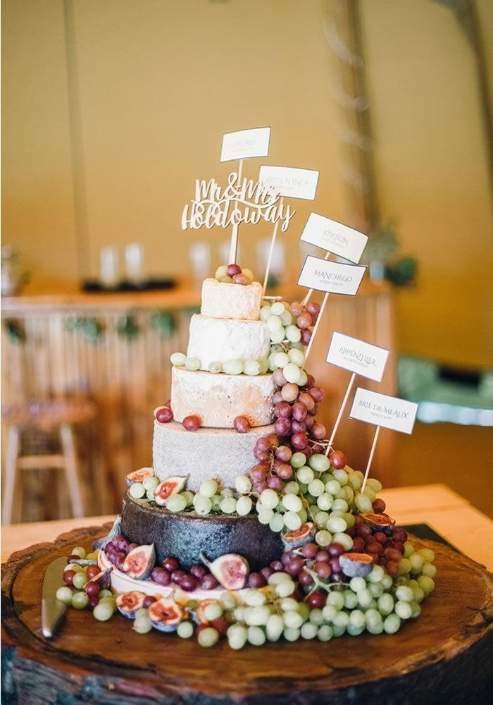 Der Käsekuchen ist eine einzigartige Variante traditioneller Hochzeitstorten, die …   – Wedding cakes