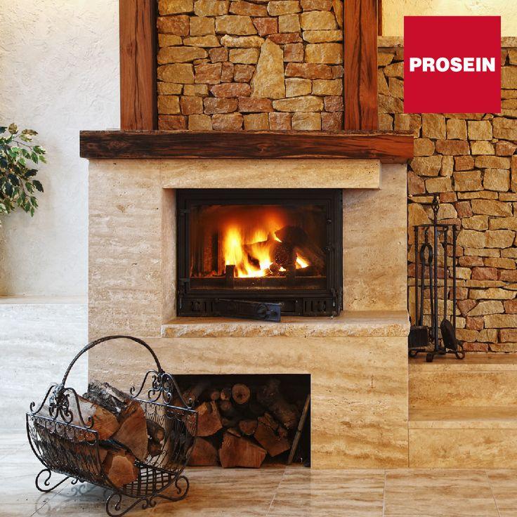 La chimenea es el corazón de la sala, sus formas y materiales combinan lo tradicional y lo contemporáneo. Revístelas con materiales resistentes al calor como ladrillo, mármol, piedra, cerámica y hasta mosaicos de vidrio para darle un decorado perfecto.