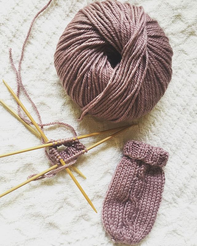 Making my baby girl some mittens with this beautiful merino silk yarn!  On another note, remember that the 20% discount is still going on in my shop through tomorrow, using code FALL16. Don't forget to use it on some cozy knit and crochet items for this fall!  #babyknits #coldweatheriscoming #knitpicks #babymitts #merinosilk #handmadeknits #fallsale #fallishere #sale #etsyshop #etsy #GlossDK