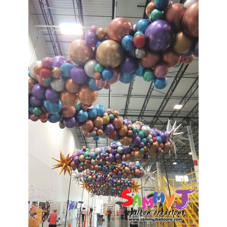 Sixty feet of overhead organic garland. The warehouse was transformed into a colorful, shiny oasis. The Reflex and Chrome balloons made for a spectacular presentation. #partyballoon #balloonparty #balloonart #sammyj #sammyjballoons #sammyjballooncreations #balloons #balloon #stlballoon #stlballoons #stlouisballoons #photooftheday #picoftheday #balloonartist #balloonsculpture #betalic #qualatex