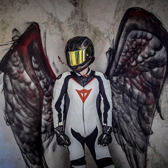 😇😈🖤 #bikergirl #angel #bad #devil #black #dainese #dainesecrew #daineserider #moto #motorcycle #girlsonbikes #girl #potd📷 #me #yamaha #helmet #ride #bikerboysofinstagram #ridingsexy #nosozia #bikerchick #passau #munich #Berlin #city 📸@puffreisdaddy
