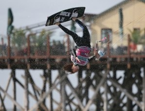 Spektakuläre Szenen vor den St. Peter-Ording: Kite Surf World Cup, © Hoch Zwei