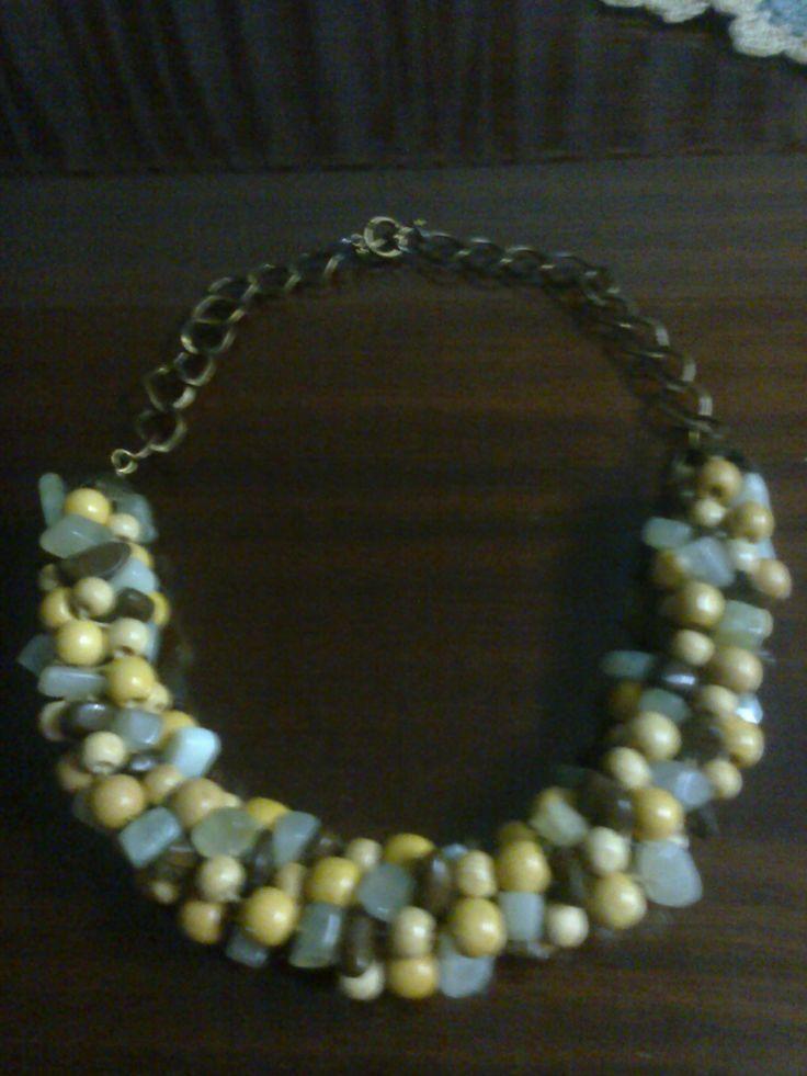 Collar combinación de cadena, kumihimo, piedras y cuentas de madera.