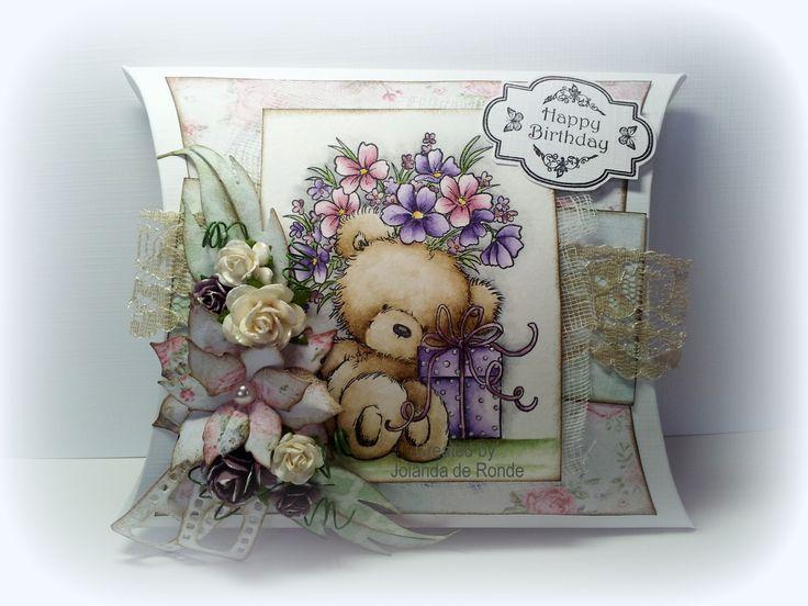 Pillowbox van DDBD. Stempel van WIld Rose's ingekleurd met Sennelier. www.tscraphuis.nl