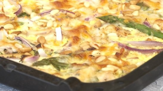 Stor pai i langpanne - med kylling, bacon, asparges