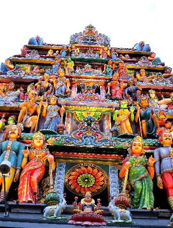 Sri Mariamman Temple Singapore's oldest Hindu temple. It has colorful exterior. Admission is free, a donation is requested of those taking photographs. An annual fire-walking ceremony is held here every October or November. Good place for whorsipping and looking for some peace #SGTravelBuddy