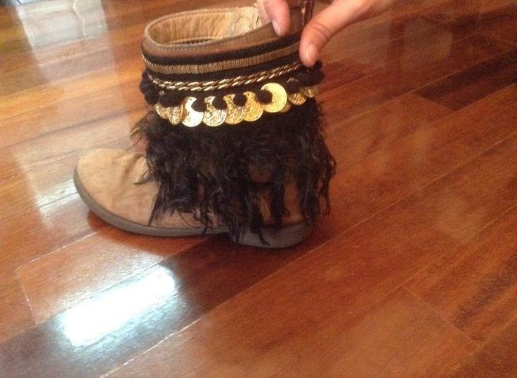 https://www.facebook.com/ccrazyacessorios Aplicações para botas ou qualquer tipo de calçado.Fáceis de pôr e tirar. Applications for any type of boots or shoes. Easy to put on and remove.