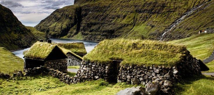 Old school earth shelter in the Faroe Islands, DE  photo: Jón Sand Davidsen