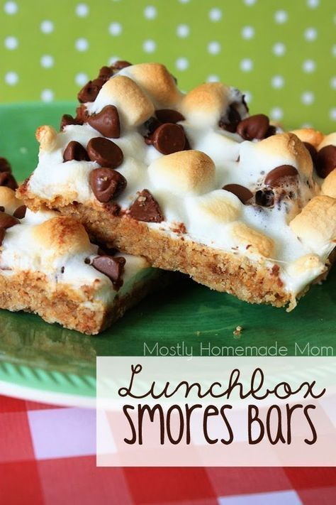 Lunchbox Smores Bars - Super easy Smores Bars with a graham cracker crust, milk chocolate chips, and toasted marshmallows that hold the bars together for a perfect lunchbox treat!