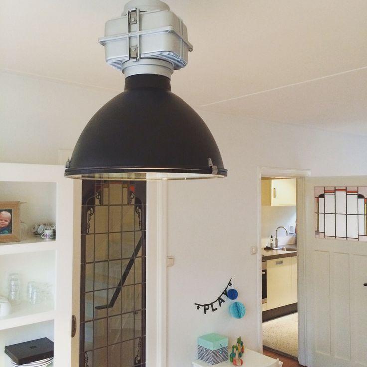 Stoere, zwarte industriële lamp