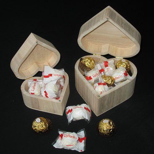 Kado nodig? Een houten hartje gevuld met chocolade:altijd een succes!Meer originele en leuke geschenken tegen betaalbare prijs..SNELLE levering-VEILIG betalen
