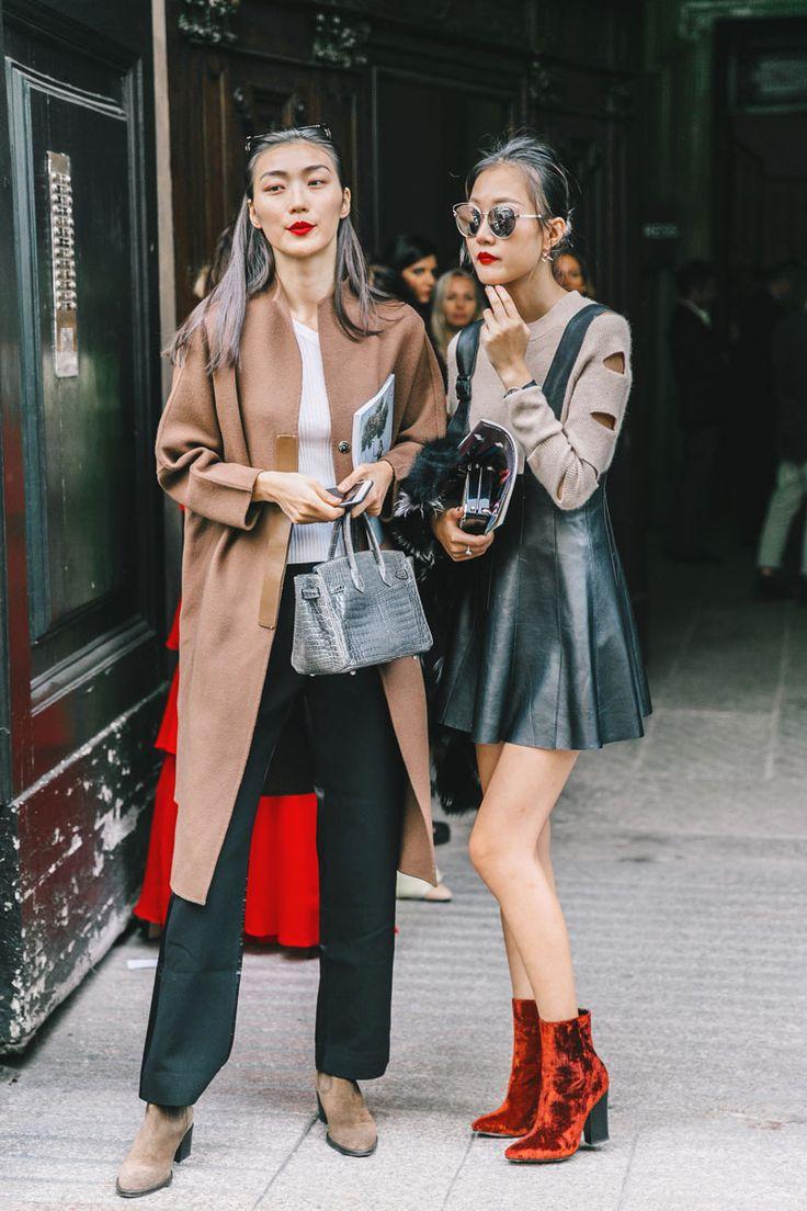 Ayer desfilaba Fendi y Prada, así que las calles de Milán se llenan de colores pop y de un surrealismo enigmático