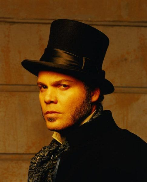 Vincent D'Onofrio...the day I realized he was the cutie in Happy Accidents AND the serial killer in The Cell, I fell in love with his ability to completely transform.