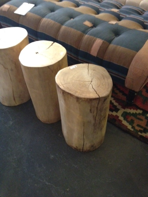 Pin by laura messenger on furniture fascination for Holzklotz als beistelltisch