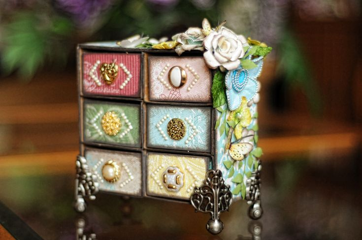 Lisa Gregory as What a Beautiful Mess for Scraps of Elegance using Sizzix Candy Box die by Eileen Hull making a Little Chest of Dreams; April 2013