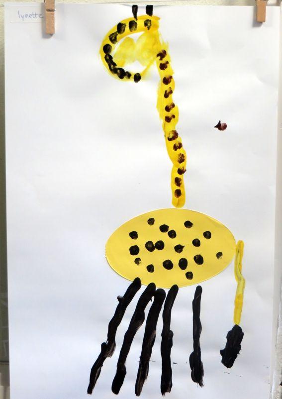 Giraf vingerverven met jongste kleuters, thema dierentuin, kleuteridee.nl, Preschool giraffe fingerpaint.
