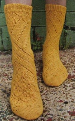 pretty socks ... don't know who designed these but thanks to Cat Bordhi for releasing sock knitters from the standard gusset