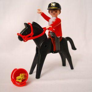 Dressur-Reiterin mit Pferd (Horse old style)