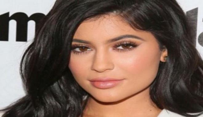 Terungkap Alasan Kylie Jenner Perbesar Bibir - VIVA.co.id
