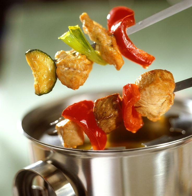 Fondue mit Hähnchen- und Schnweinefilet | Zeit: 15 Min. | http://eatsmarter.de/rezepte/fondue-5