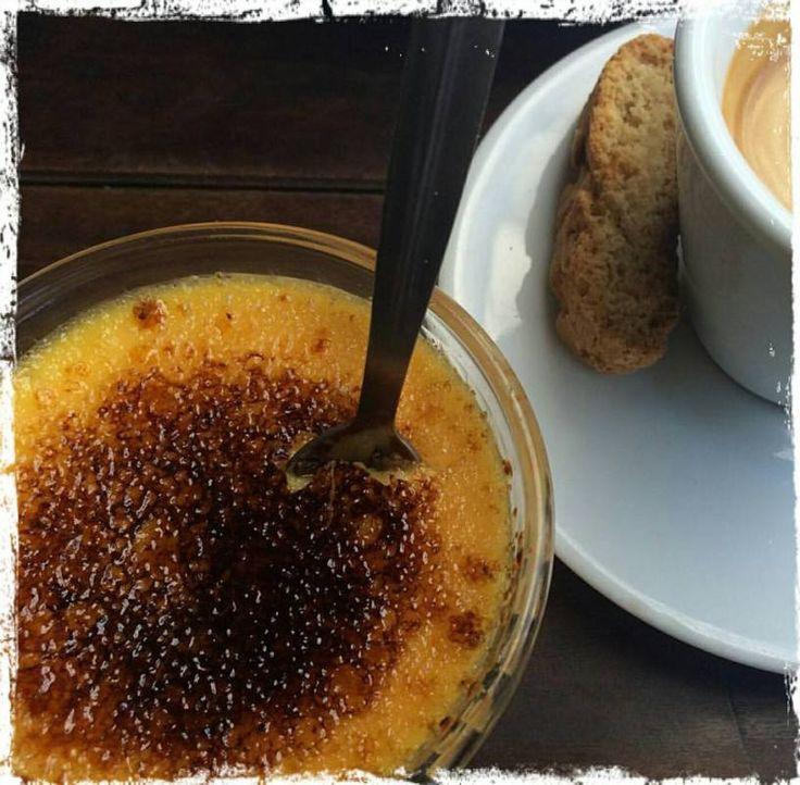 https://theredtravellerblog.wordpress.com/2017/05/10/5-desserts-to-try-in-paris/