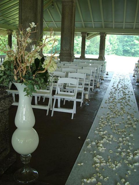 Have you wedding at the Rockcliffe Park Pavilio overlooking the Ottawa River