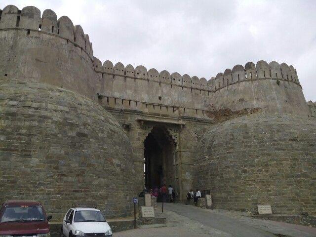 gate of kumbhalgarh fort