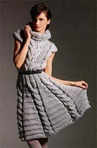 Femei modele de tricotat.  Rochie cu împletituri și un guler înalt.