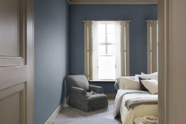 Flexa Interieur Kleur van het Jaar 2017: Denim Drift in de Slaapkamer - Verf Kleurenpalet Blauw voor Muren, Meubels en Woonaccessoires. (Foto Flexa  op DroomHome.nl)