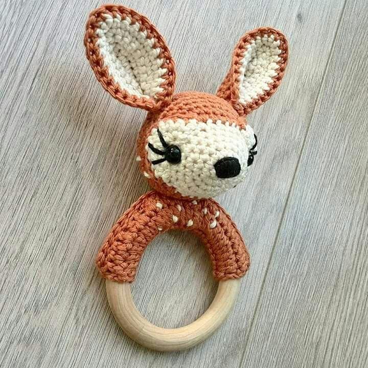 Deer rattle - pattern head from book gehaakte wilde dieren