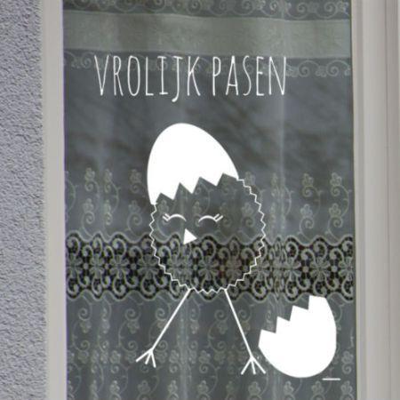 Krijtstifttekening Vrolijk Pasen paaskuiken met ei, raamtekening vrolijk pasen paaskuiken met ei, raamdecoratie vrolijk pasen paaskuiken met ei, raamdecoratie vrolijk pasen paaskuiken met ei