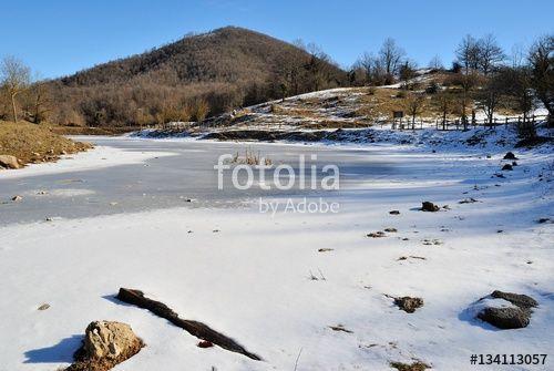 Lago Inzuglio in inverno. Piglio - Frosinone - Lazio - Italia