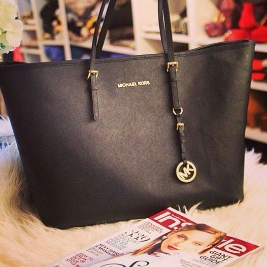 bags michael kors outlet 29v7  I& gonna love this site! So Cheap!! discount site!!Check it out!! it is so  cool M-K bags Kors