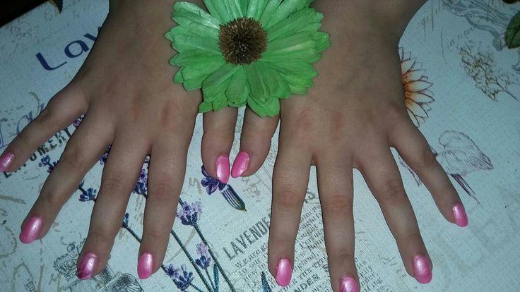 Ricostruzione con cartina + gel color rosa glitterato + nail art. Creata per il giorno di San Valentino