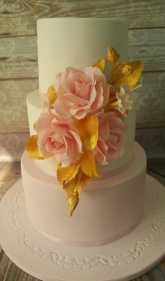 Wedding cake  by samar  soliman - http://cakesdecor.com/cakes/257576-wedding-cake