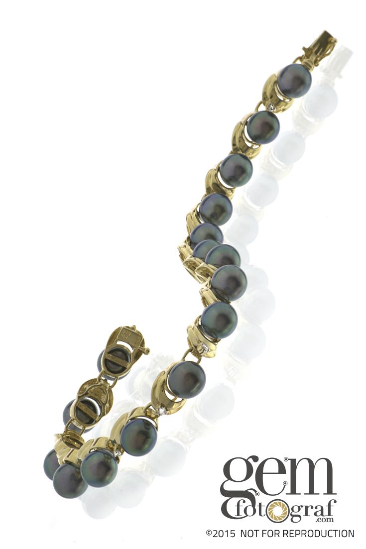 The color and luster of Tahitian Pearls (TP) is truly one of nature's marvels. I'd truly enjoy a nontraditional TP design that can be worn by both men and women.