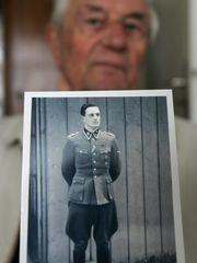 rochus misch | Rochus Misch auf einem Foto aus der Zeit des Zweiten Weltkriegs in ..