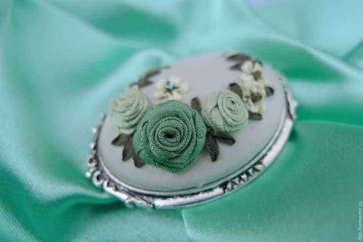 Купить Брошь с вышивкой Мятная прохлада - шелковые розы, брошь с розами, вышитая брошь