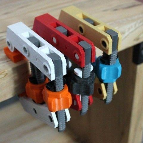 Free STL Hand-Screw Clamp, jakejake Download on Cults https://cults3d.com #3DPrinting #3DPrinter #3Dmodel