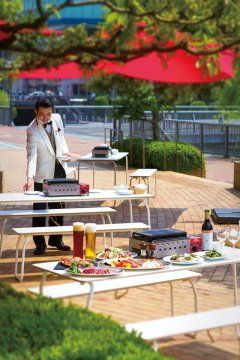 ホテルオークラ福岡 1Fのラウンジバー ハカタガワでテラスバーベキューが楽しめますよ 地元の食材にこだわった博多和牛でバーベキューを堪能できる特別プランも盆明けの8月18日から始まります 手ぶらでホテルでバーベキュー贅沢ではございませんか #バーベキュー #ホテルオークラ博多 #グルメ tags[福岡県]