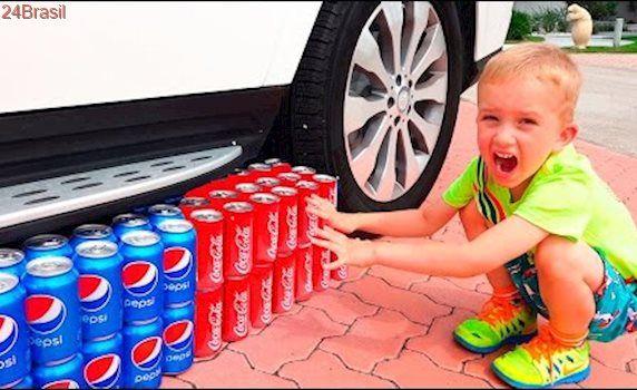 Bad Baby Кока Кола против Пепси! COCA COLA vs PEPSI CRUSHED SODA UNDER CAR!