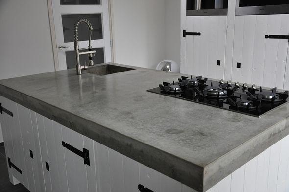 Aanrechtblad van gegoten beton. Strak en makkelijk schoon te houden