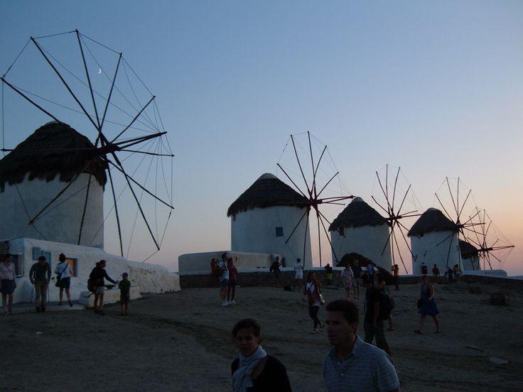 I meravigliosi Mulini a vento di Mykonos http://www.lafinestradistefania.it/2010/06/crociera-cosa-mettere-in-valigia-e-consigli-a-bordo/