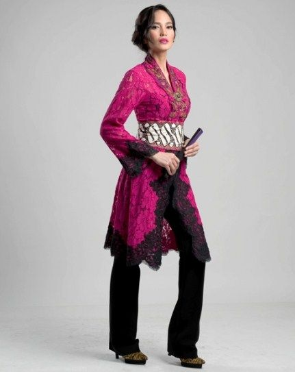 Model Kebaya Wisuda Anne Avantie Hot Pink Rukmini Traditional